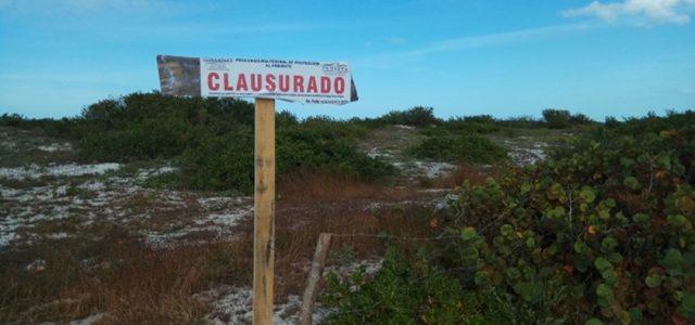 Clausuran delimitación ilegal en Chuburná Puerto