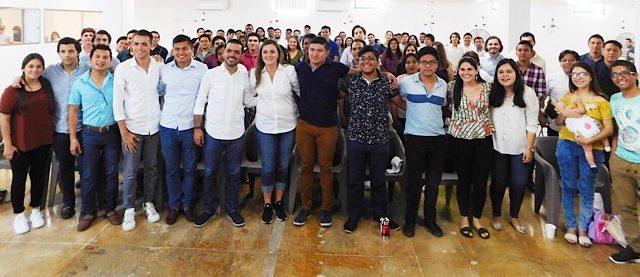 """Llama Ceci Patrón a los jóvenes a """"meterse"""" en la política"""