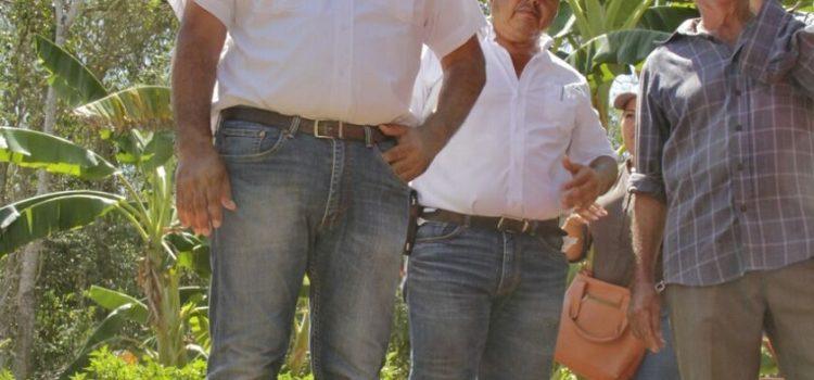 Juan JoséCanul recorre unidades productivas de Peto