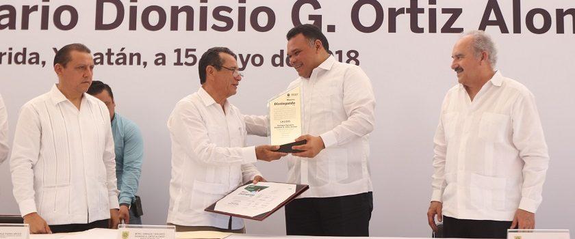 RZB entrega el reconocimiento de Maestro Distinguido 2018