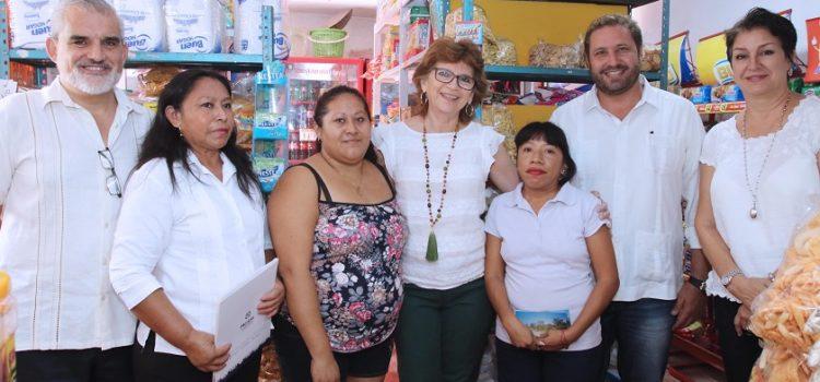 La alcaldesa visita a beneficiados del programa Micromer
