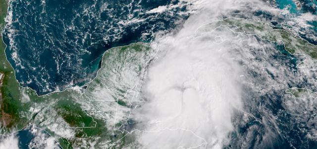 Depresión tropical 14 avanza hacia Quintana Roo