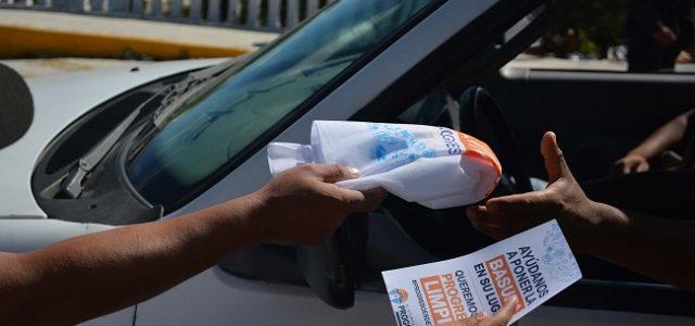 Hacen que turistas se sumen al combate a la basura en Progreso