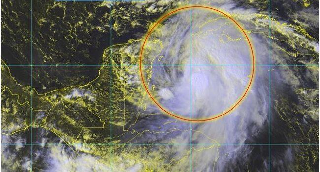 """""""Michael"""" se fortalece y podría convertirse en huracán"""