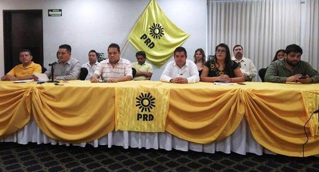 Se unen perredistas, piden renuncia de su presidente estatal
