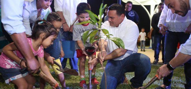 Inaugura Renán Barrera parque en el Fraccionamiento Misné