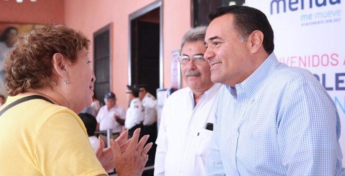 Renán Barrera estrecha cercanía y diálogo con meridanos