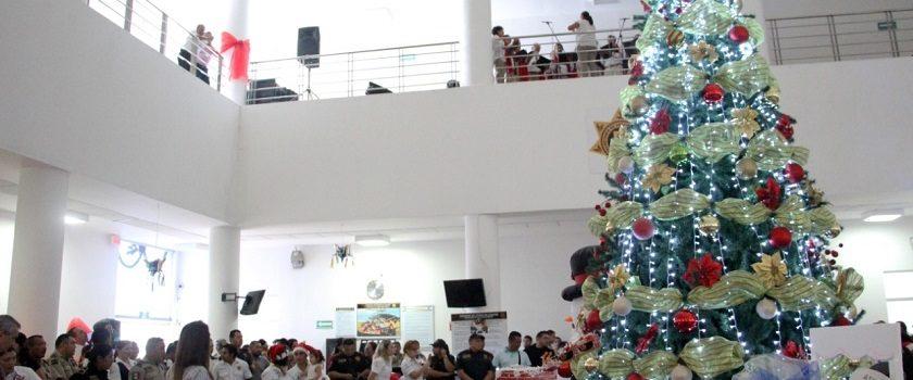 Espíritu navideño invade la SSP, con el encendido de su arbolito