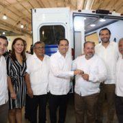 Fortalece Vila la red de servicios de salud de Yucatán