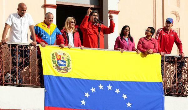 México apoya a Nicolás Maduro