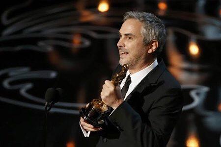Cuarón de alza con su primer Oscar de la noche