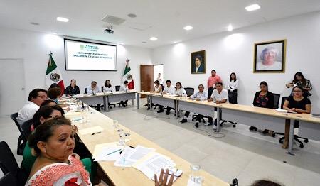 Diputados destacan la importancia del trabajador social