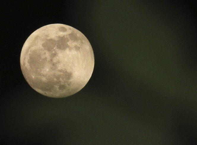 NASA advierte de la necesidad de regresar a la Luna y quedarse