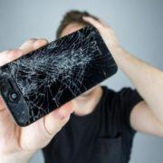 Crean máquina capaz de reparar pantalla del celular