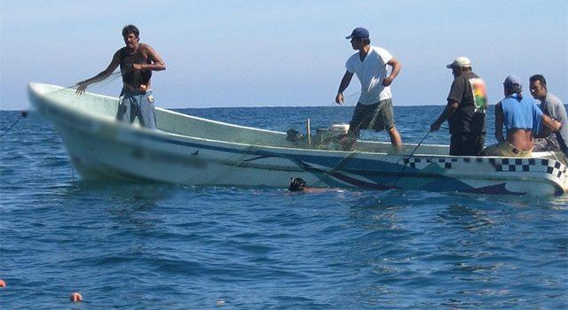 """Pescadores yucatecos usarán armas de fuego para defenderse de los """"piratas"""""""