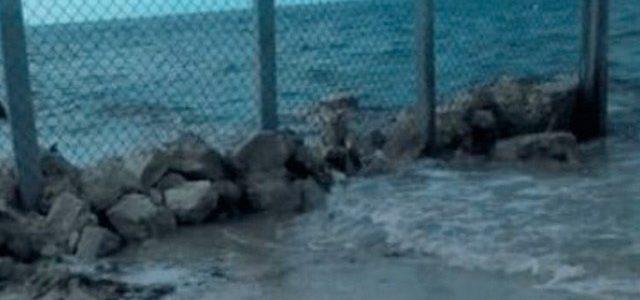 Estadounidense instala muro, quería prohibir el acceso a una playa de Yucatán
