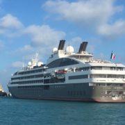 """Dan bienvenida al barco """"Le Boreal"""", de la naviera francesa Ponant"""
