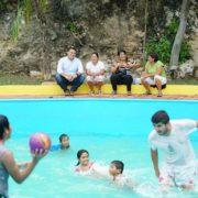 Renán Barrera supervisa piscinas en Mérida