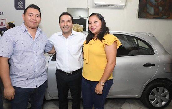 Vila entrega premios de sorteo de Japay