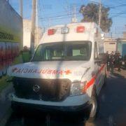Mujer roba ambulancia y causa persecución