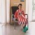 Hospital convierte batas de niños en camisetas de fútbol para mejorarles el ánimo