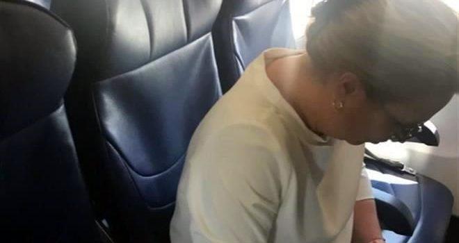 Renuncia titular de Semarnat por retrasar vuelo