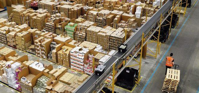 Amazon iniciaría a sustituir trabajadores por máquinas empaquetadoras