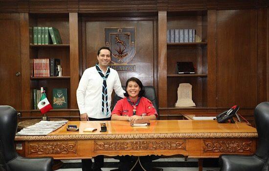 Vila entrega distinción de Gobernadora por un Día a la joven scout