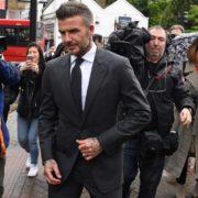 Retiran licencia de conducir a David Beckham por usar el celular mientras manejaba