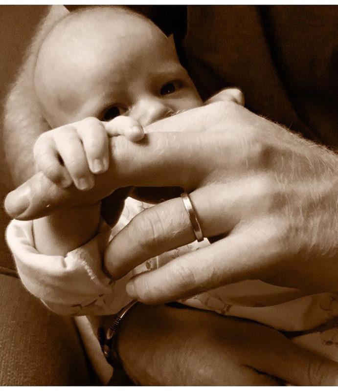 El príncipe Harry presume a Archie en su primer día del padre