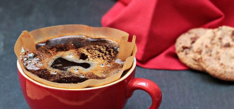 Un niño sufre una rara enfermedad y lo curan con dos tazas de café al día