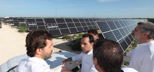 """Inaugura el Gobernador Mauricio Vila Dosal la planta de energía solar """"San Ignacio"""" en Progreso"""
