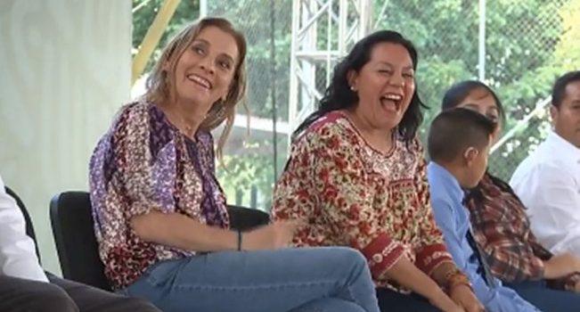 """""""Estaba buena la plática"""", dice AMLO a María Luisa Albores en pleno discurso en SLP"""