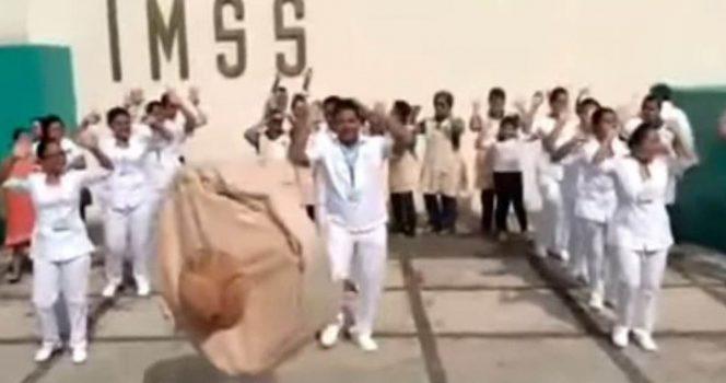 Con el 'baile de la chichi' promueven la lactancia en el IMSS