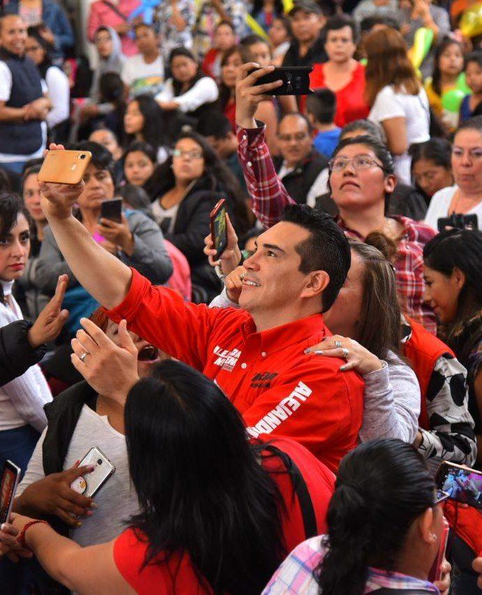 Alejandro Moreno va al frente en las preferencias de los priistas