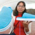 Jóvenes tejen zapatos ecofriendly y a la medida