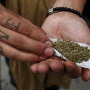 Verano, donde más personas prueban drogas, pero ¿por qué?