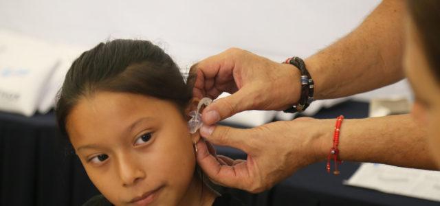 DIF continúa la entrega de auxiliares auditivos para habitantes de Yucatán