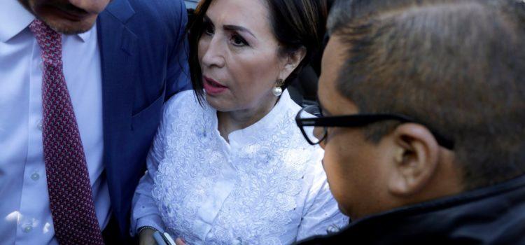 Juez vincula a proceso a Rosario Robles; permanecerá en penal de Santa Martha
