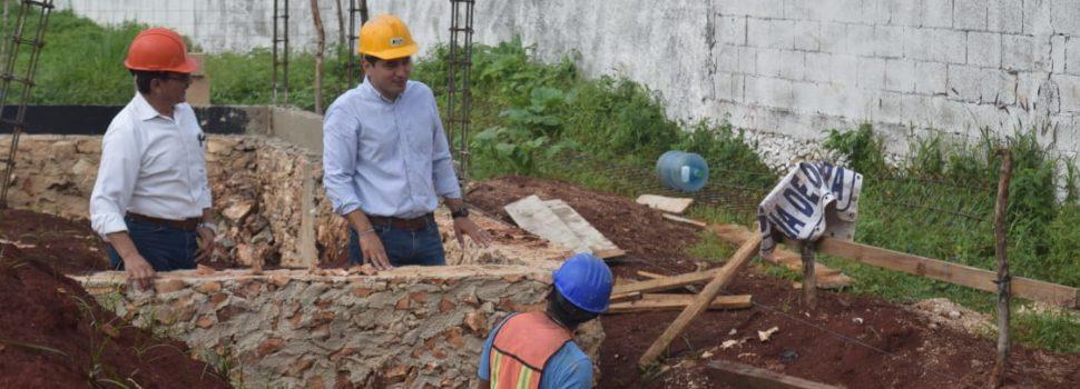 Alcalde de Tekax, supervisa las obras del Centro del Adulto Mayor