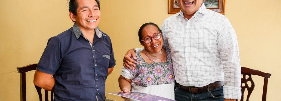 "Renán Barrera entrega cheque a beneficiario del programa ""Tu Casa Segura"""