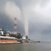 Pánico en Coatzacoalcos por tromba marina; dañó escuelas y casas