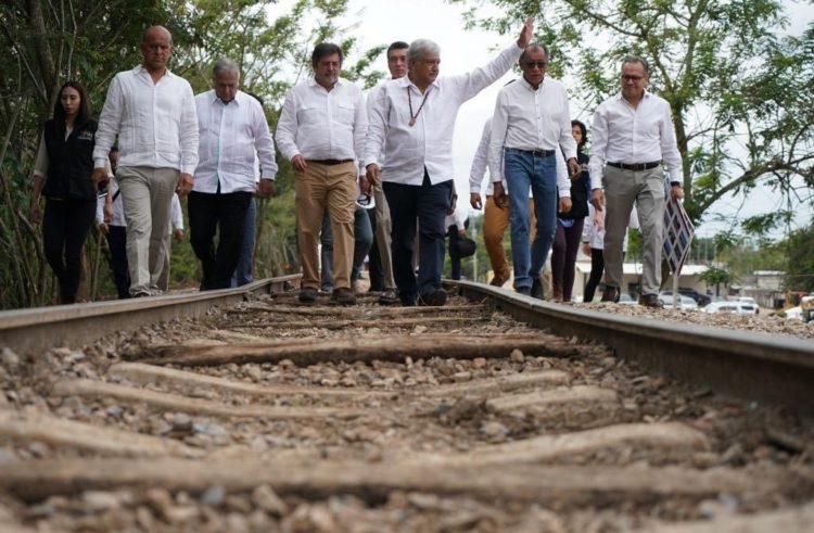 """Llueve, truene o relampaguee se va a construir el Tren Maya"", asegura AMLO"