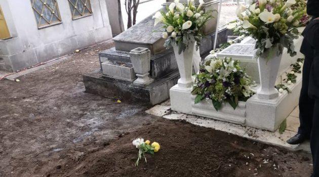 Sepultan cenizas de José José junto a su madre en el Panteón Francés
