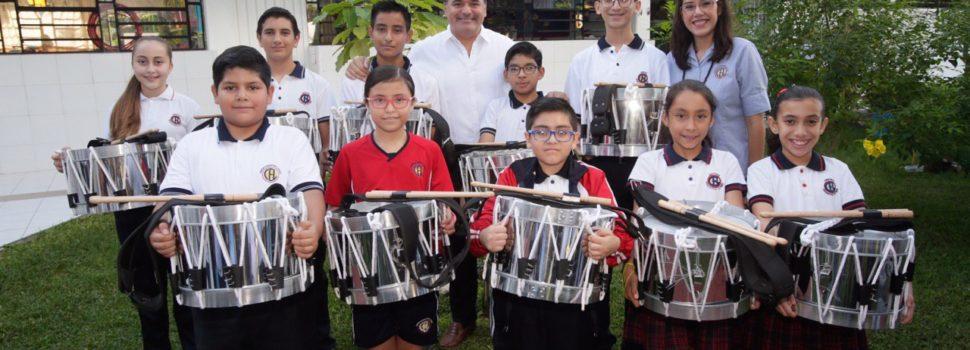 El alcalde Renán Barrera apoya el desarrollo cívico y educativo de los estudiantes meridanos