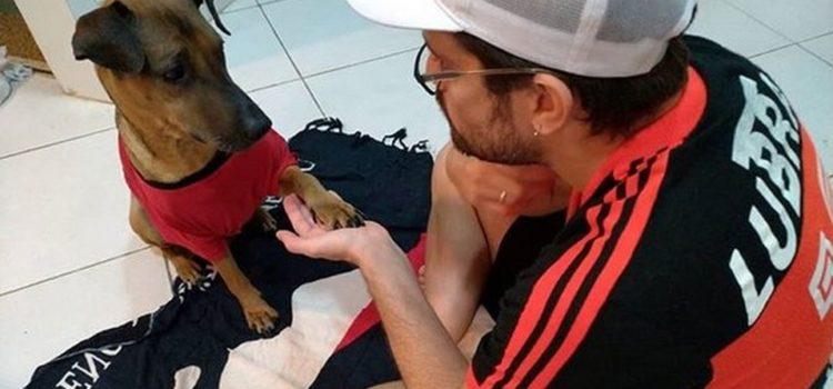 Aficionado del Flamengo rifa su boleto para quimioterapia de su perro