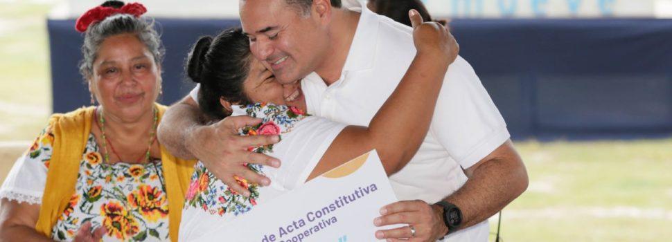 El alcalde Renán Barrera Concha brinda amplio apoyo al desarrollo de la mujer rural