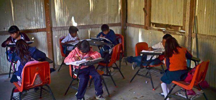 Los pros y contras del plan de López Obrador para mejorar la infraestructura educativa en México