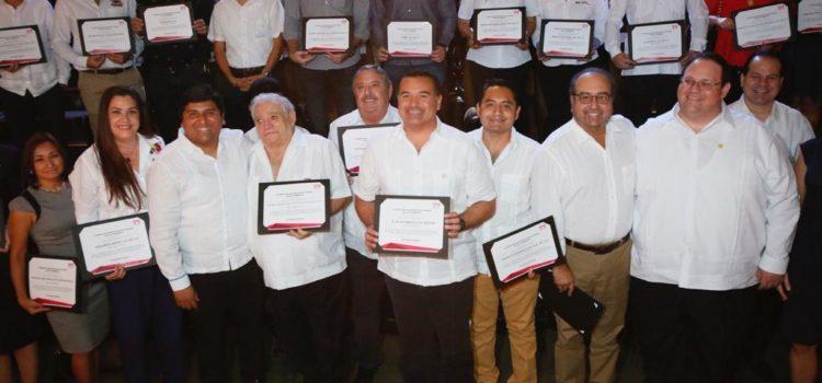 Reconocen la labor del alcalde Renán Barrera para lograr que los empleados municipales accedan a créditos del Infonavit