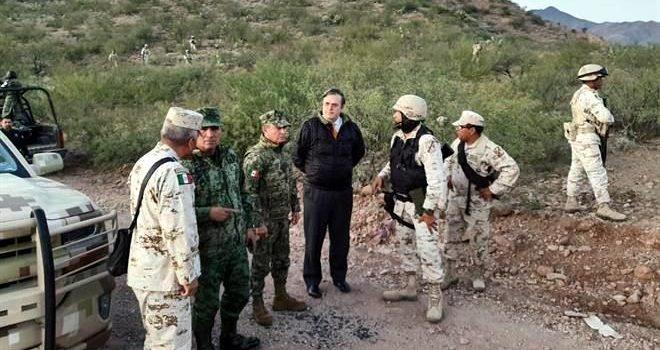 Llega Ebrard al lugar de masacre en Sonora